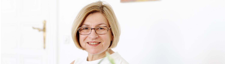 Dr. Martina Haasch behandelt Beschwerden des Rückens, der Schultern, der Hüften und Kniegelenke. Schwerpunkte: Feldenkrais und Somatic Experiecing.